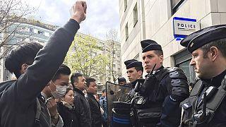 Γαλλία: Επεισόδια μετά τον θάνατο Ασιάτη άνδρα κατά τη διάρκεια αστυνομικής εφόδου