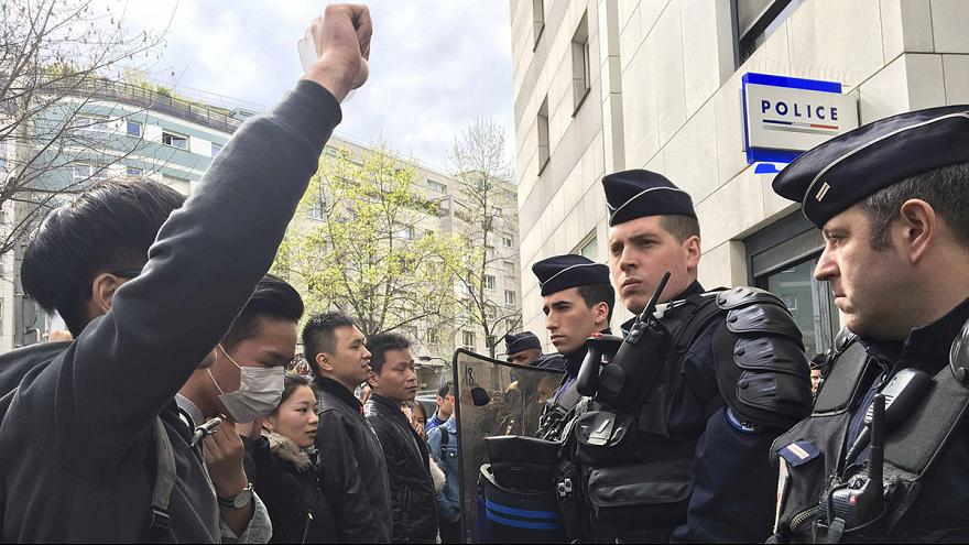 Calls for calm in Paris amid clashes over police shooting