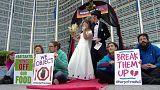 Proteste a Bruxelles contro la fusione Bayer-Monsanto