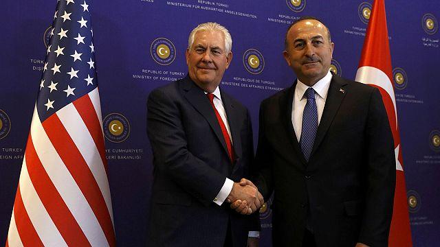 En Turquie, Tillerson aborde la coopération et les dossiers qui fâchent