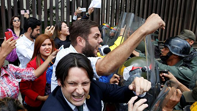 Venezuela'da Kongre'nin görevleri elinden alındı