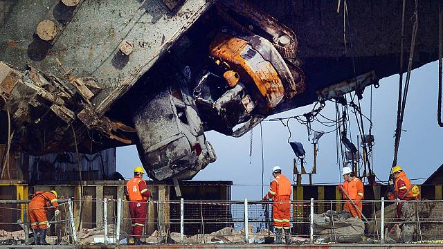 El Sewol vuelve a puerto tres años después de la tragedia