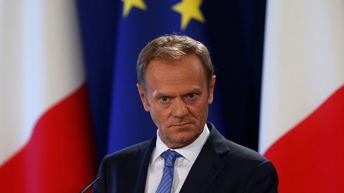 Τις κατευθυντήριες γραμμές της ΕΕ για το Brexit παρουσίασε ο Τουσκ