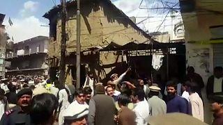 Egy pakisztáni mecset női bejáratánál robbant bomba