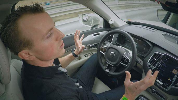 Ученые ЕС предлагают водителям убрать руки с руля