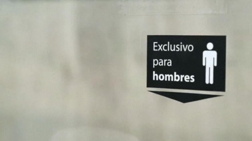 Meksika'da metroya konulan 'penisli koltuk' tartışmalara neden oldu