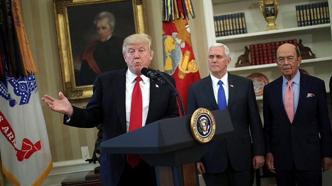 """Trump firma dos ordenes ejecutivas para frenar las """"violaciones comerciales"""" de otros países"""
