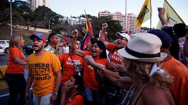 احتجاجات واستنكار لقرار نزع سلطات البرلمان في فنزويلا