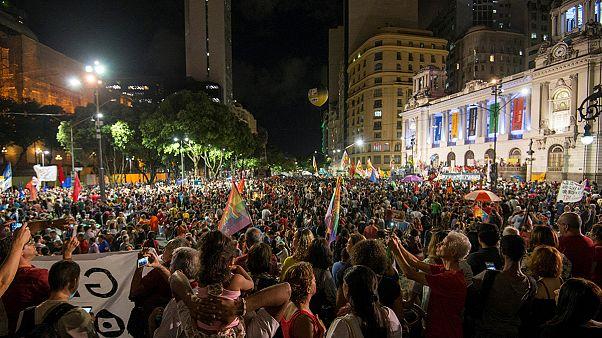 Brasileiros protestam contra reformas de Michel Temer