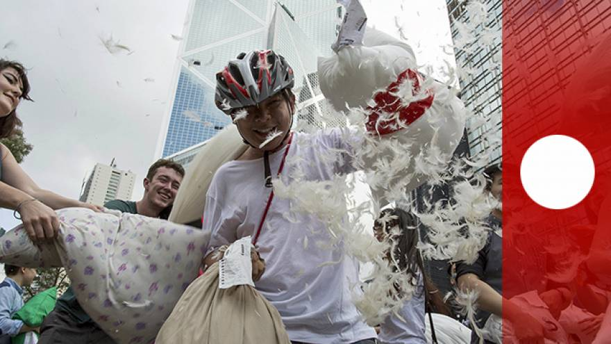 Hong Kong, al via la battaglia dei cuscini