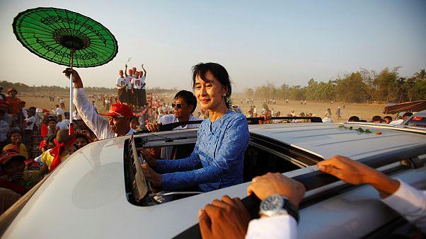 Myanmar'da ara seçim yapılıyor