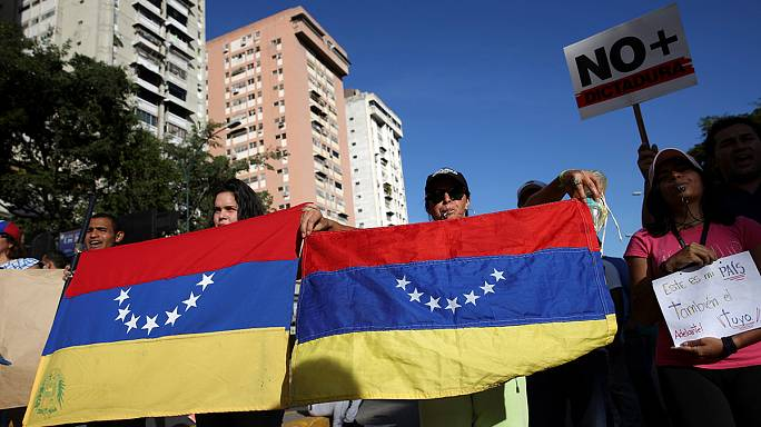 المحكمة العليا بفنزويلا تتراجع عن قرار مصادرة صلاحيات البرلمان