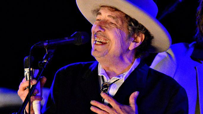 Боб Дилан все-таки пришел за Нобелевской премией
