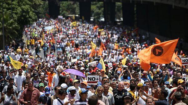 """Venezuela'da """"darbe yapmakla"""" suçlanan yargı geri adım attı"""