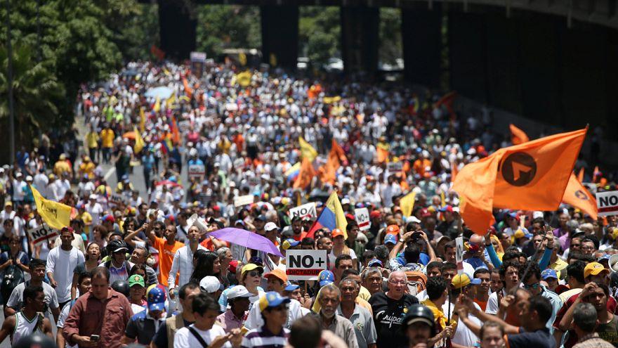 Legfelsőbb bírósági csiki-csuki és tüntetések Venezuelában