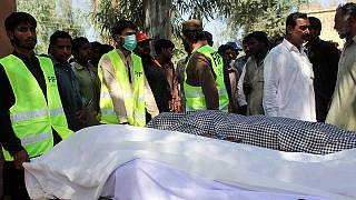 Pakisztán: 20 hívőt ölt meg egy imaház gondnoka