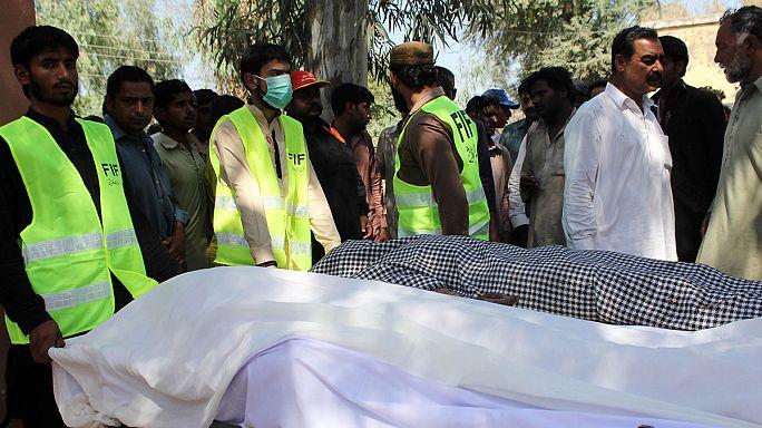 Murders at Pakistani shrine leave at least 20 dead