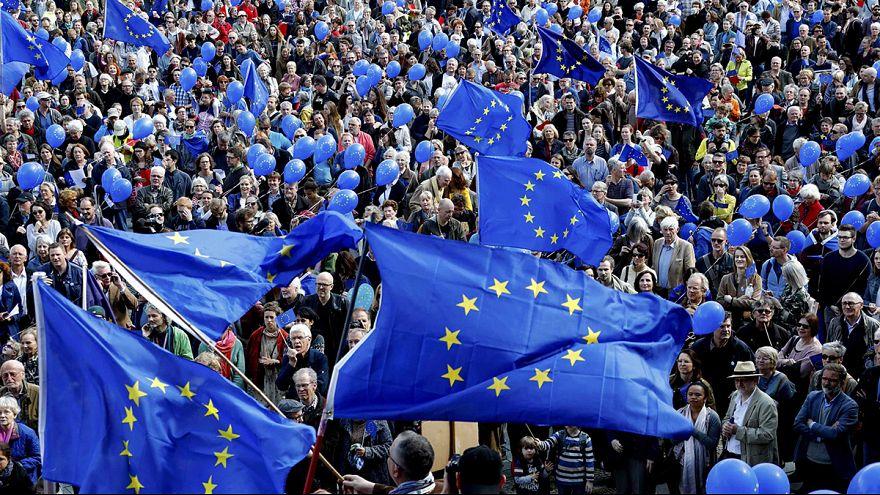Pulse of Europe: 45.000 mit einem Appell an Frankreich