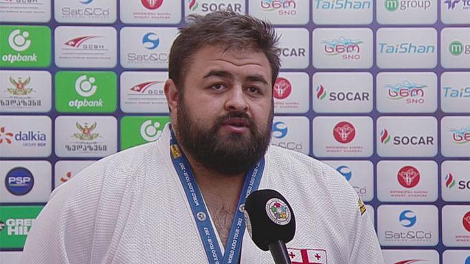 Adam Okruashvili en or devant son public