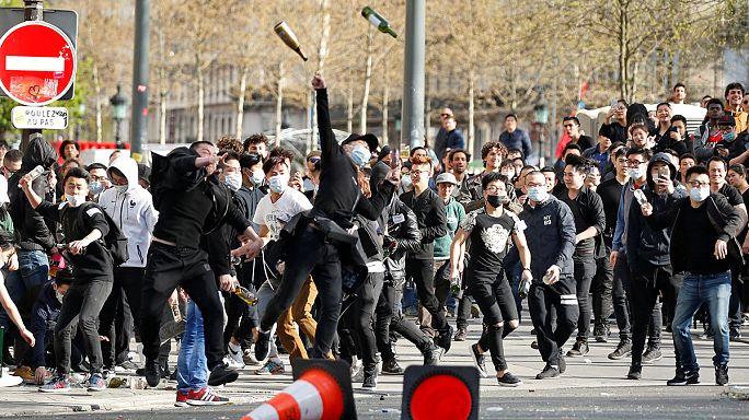 Tränengas gegen demonstrierende Chinesen