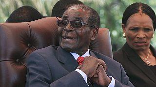 Zimbabwe: les ministres de Robert Mugabe lui offrent une chaise de massage comme cadeau d'anniversaire