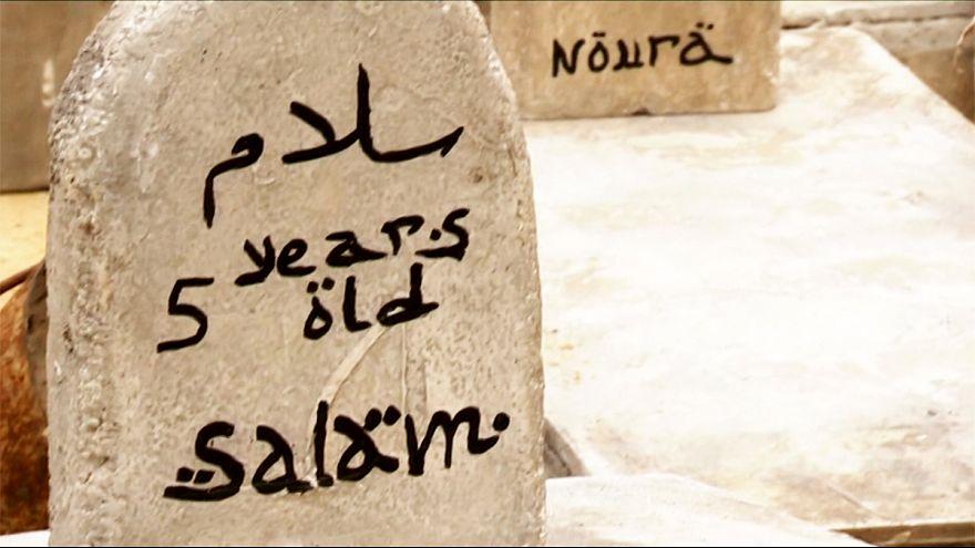 مقبرة مصطنعة في بروكسل تنقل معاناة أطفال سوريا