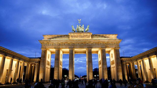 Kritik im Netz: Das Brandenburger Tor sollte Russlands Farben tragen