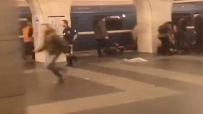 Des passagers filment les instants qui suivent l'attentat de Saint-Pétersbourg