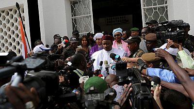 """Niger : un journaliste et son père écroués pour """"faux"""" (avocat)"""