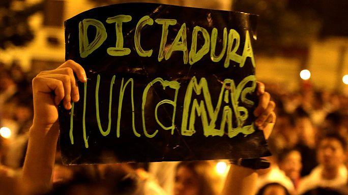 Continúan las protestas en Paraguay contra la reforma constitucional para permitir la reelección presidencial