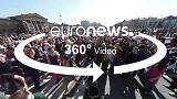 Budapest begrüßt den April mit einer Kissenschlacht
