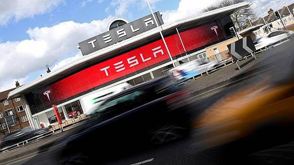 """""""تسلا"""" تصبح ثاني أكبر شركة سيارات من حيث القيمة السوقية في الولايات المتحدة"""