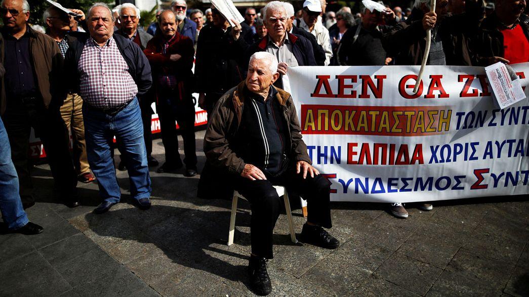 Grecia, pensionati in piazza contro il taglio delle pensioni