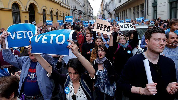 Ismét ezrek tüntettek Budapesten a lex-CEU elfogadása után
