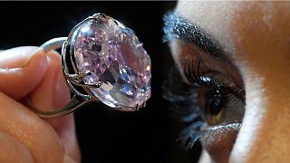 """Vente aux enchères record du diamant """"Pink star"""""""