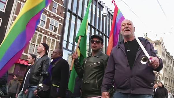 A homofób támadások ellen demonstráltak Amsterdamban