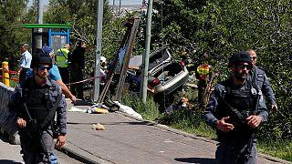 Izraeli telepesek közé hajtott egy palesztin rendszámú autó