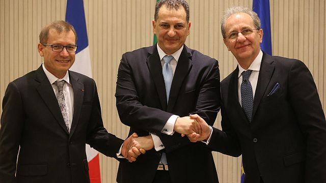 Κύπρος: Total και Eni υπέγραψαν τα συμβόλαια για γεωτρήσεις στην  κυπριακή ΑΟΖ