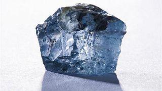 Sierra Leone : faute d'offres de qualité, les autorités reportent la vente aux enchères d'un diamant brut