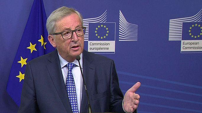Juncker critica Orbán e vai analisar caso da universidade