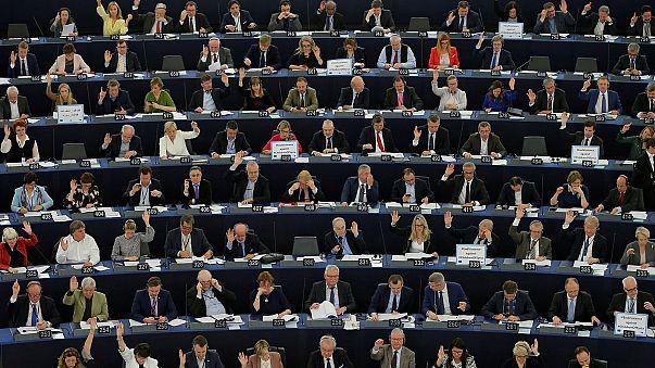 """""""Нотатки з Брюсселя"""": реакція Брюсселя на наміри уряду Угорщини закрити університет Сороса, зустріч Дональда Туска з Терезою Мей та переговори міністрів фінансів Єврозони щодо виходу Греції з глухого кута"""