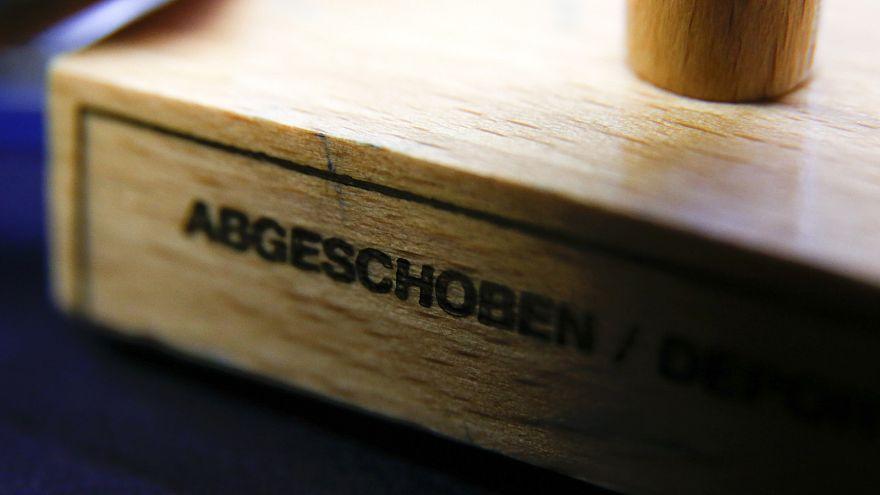 Abgeschoben auf Verdacht: Niedersachsen weist erstmals Gefährder aus