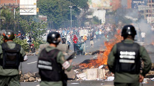 Venezuela'da Maduro karşıtları yine sokaktaydı