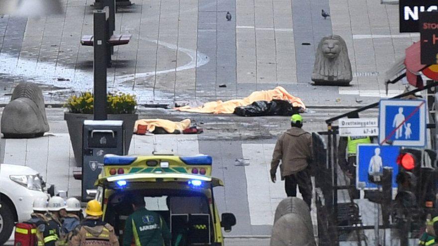 Járókelők közé hajtott egy teherautó Stockholmban