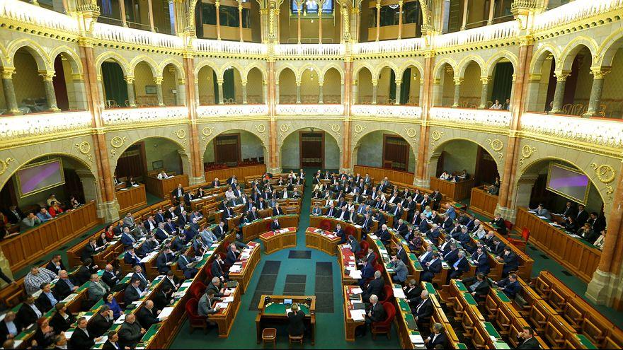 A parlament előtt a civiltörvény