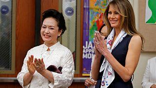 Les Premières dames américaine et chinoise à l'école