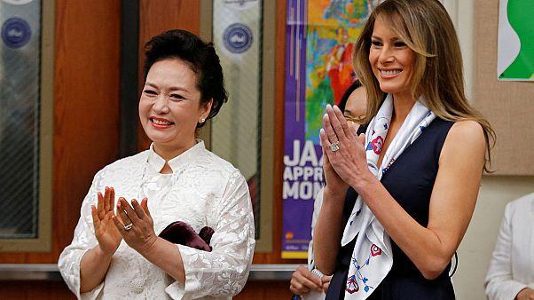Primeiras-damas chinesa e dos EUA visitam escola