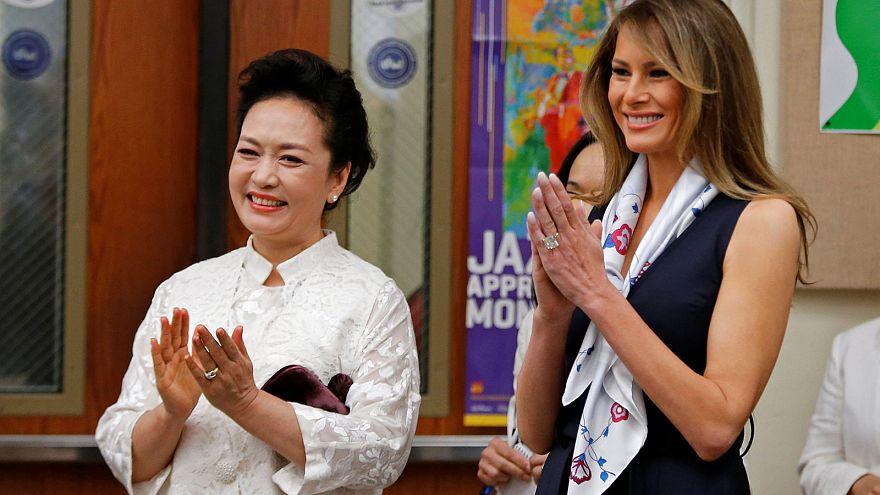 Las primeras damas de EE. UU. y China visitan una escuela de Florida