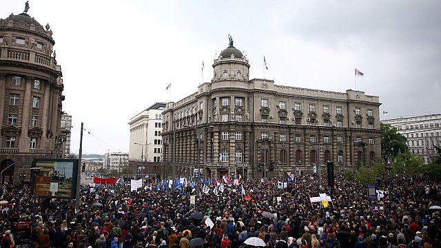 """المتظاهرون في صربيا:"""" """"فوتشيتش اللص، سرق الانتخابات"""""""
