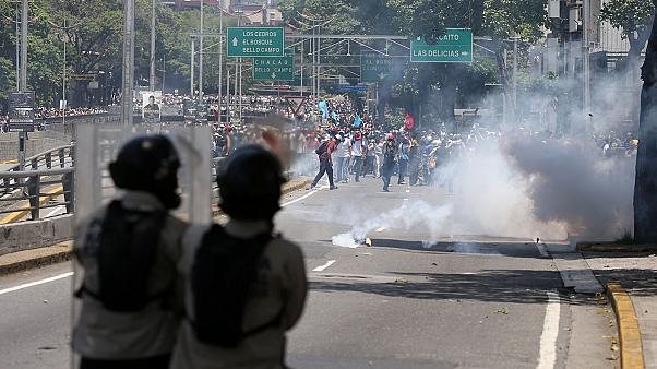 Violent clashes in Venezuela as demonstrators denounce 'dictatorship'